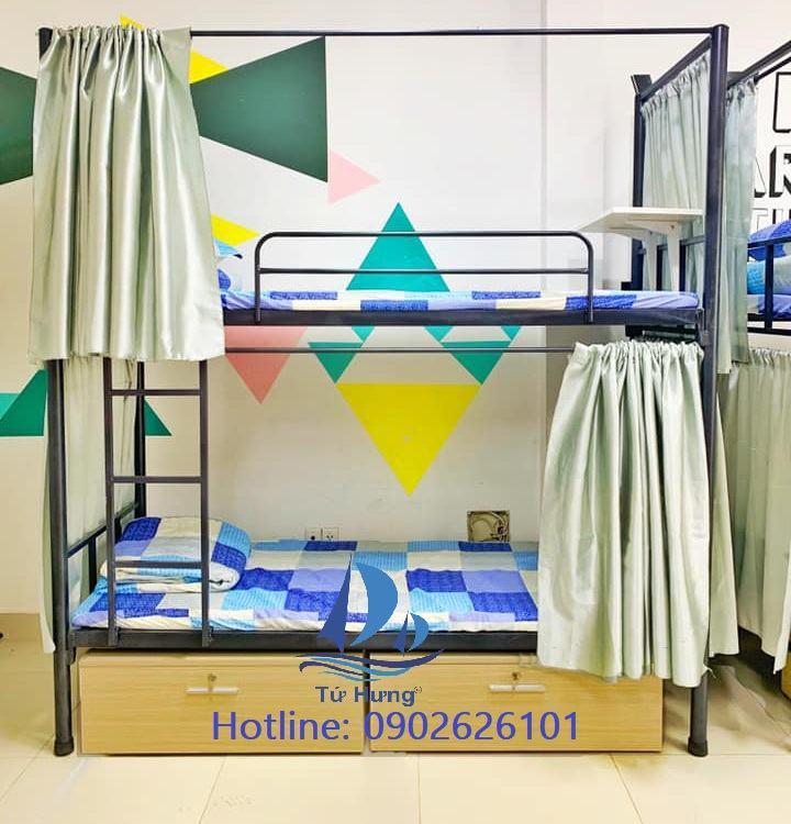 Giường tầng sắt có khung treo rèm giá 1.700.000 VNĐ
