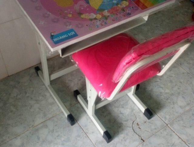 Bộ bàn học sinh chân sắt có thể tăng giảm kích thước
